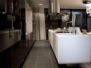Villa Na Krutci Praha - kitchen counter